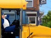 Condu cu grija autobuzul scolii