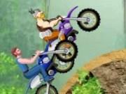Cursa cu motocicleta in padure