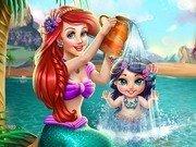Sirena Ariel face baie fetitei ei
