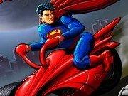 Curse motociclete intre Batman si Superman