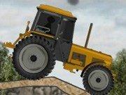 Cursa cu tractorul pe camp