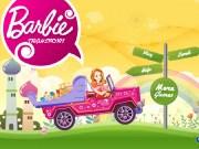 Barbie transporta jucarii